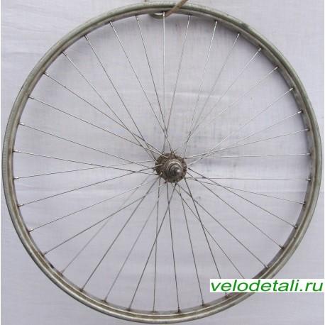 """Переднее колесо 24"""" со стальным анодированным ободом, с осью диаметром 8 мм, крепится гайками."""